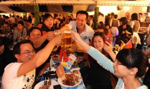 喝免費啤酒看舞蹈表演就到學府金街咯,帶你們解鎖夜市新玩法啦?。?!
