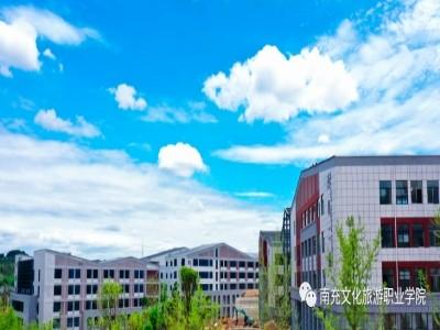 上有蔚藍天, 垂光抱瓊臺——換個角度看文旅職院