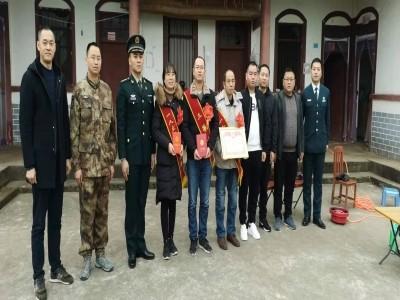 閬中市武裝部、市退役軍人事務局、火箭軍某部代表走訪慰問立功受獎現役軍人家屬