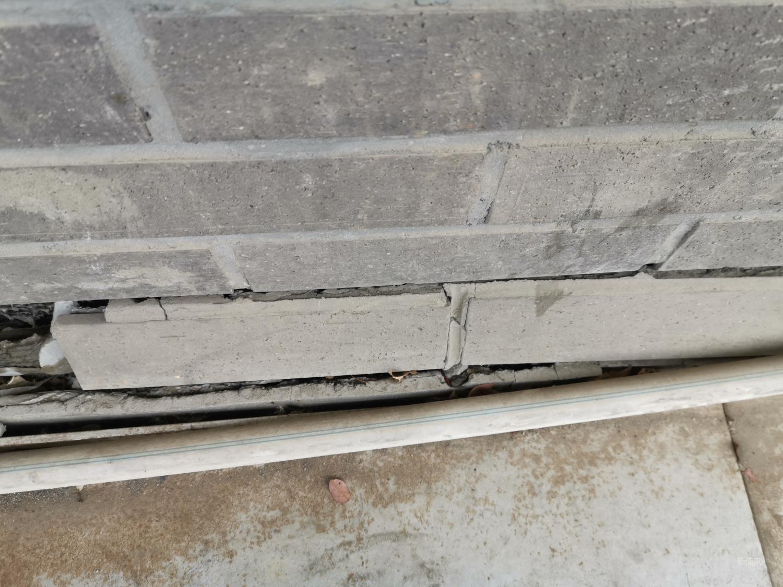 大蓉和酒楼旁边的墙体裂了一条缝!!!